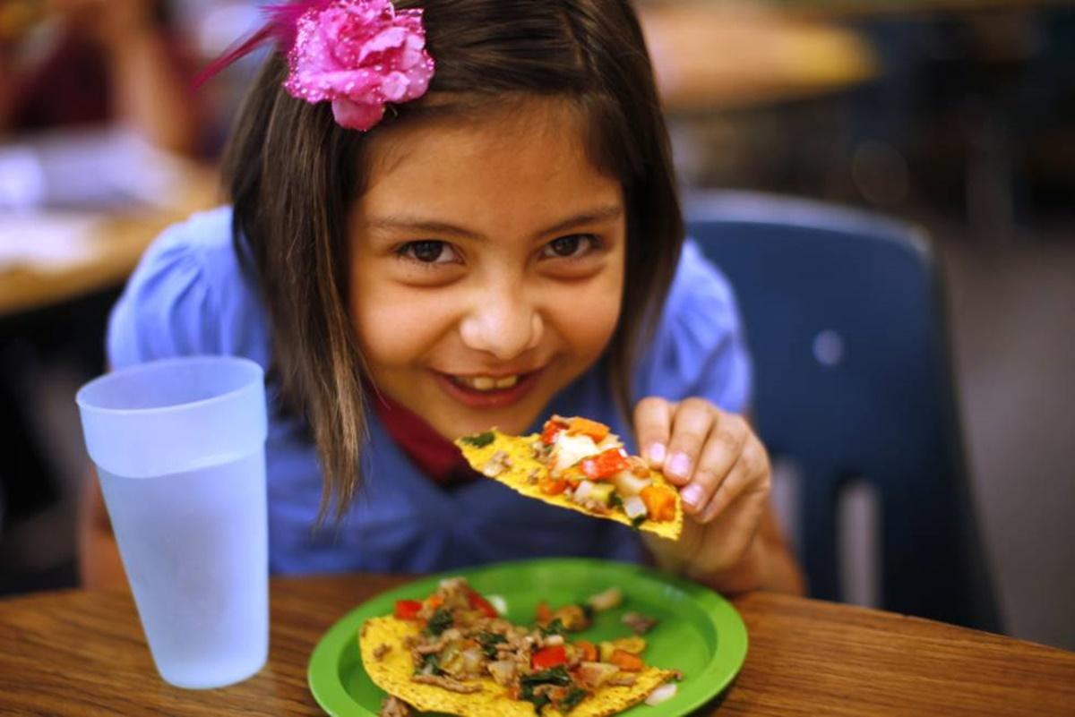 Çocuğunuza Yemek Yedirirken Teknoloji İle Oyalamayın